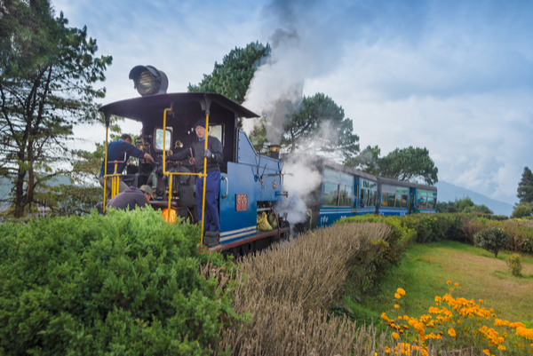 darjeeling train in india